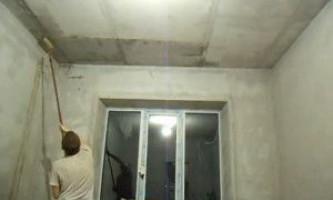 Як правильно шпаклювати стелю під фарбування