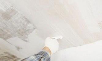 Як зняти шпаклівку зі стелі і вирівняти його штукатуркою - покрокова інструкція