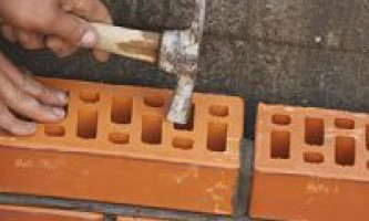 Як будувати з цегли
