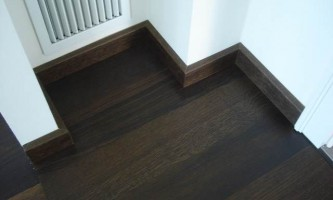 Як виконується установка плінтусів на підлогу своїми силами