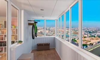 Оформляємо балкон: переваги скління