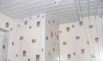 Установка підвісної стелі у ванній кімнаті своїми руками
