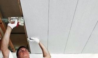 Установка пвх-панелей на стелю - практичне покриття своїми руками