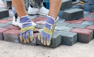 Вибір тротуарної плитки для мощення доріжок і майданчиків