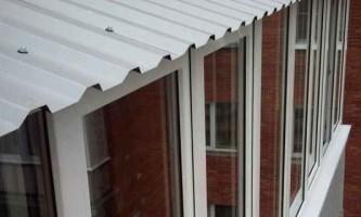 Засклення балконів з дахом