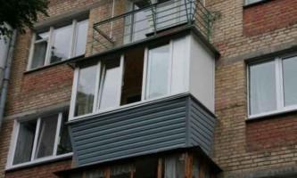 Засклення балконів з виносом
